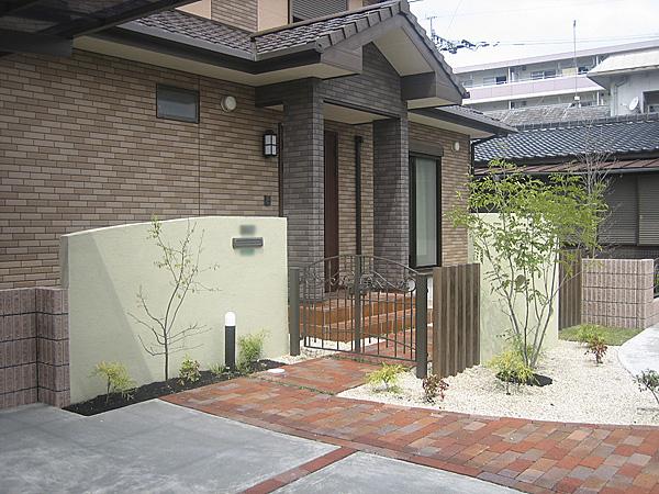 シンプルな門塀