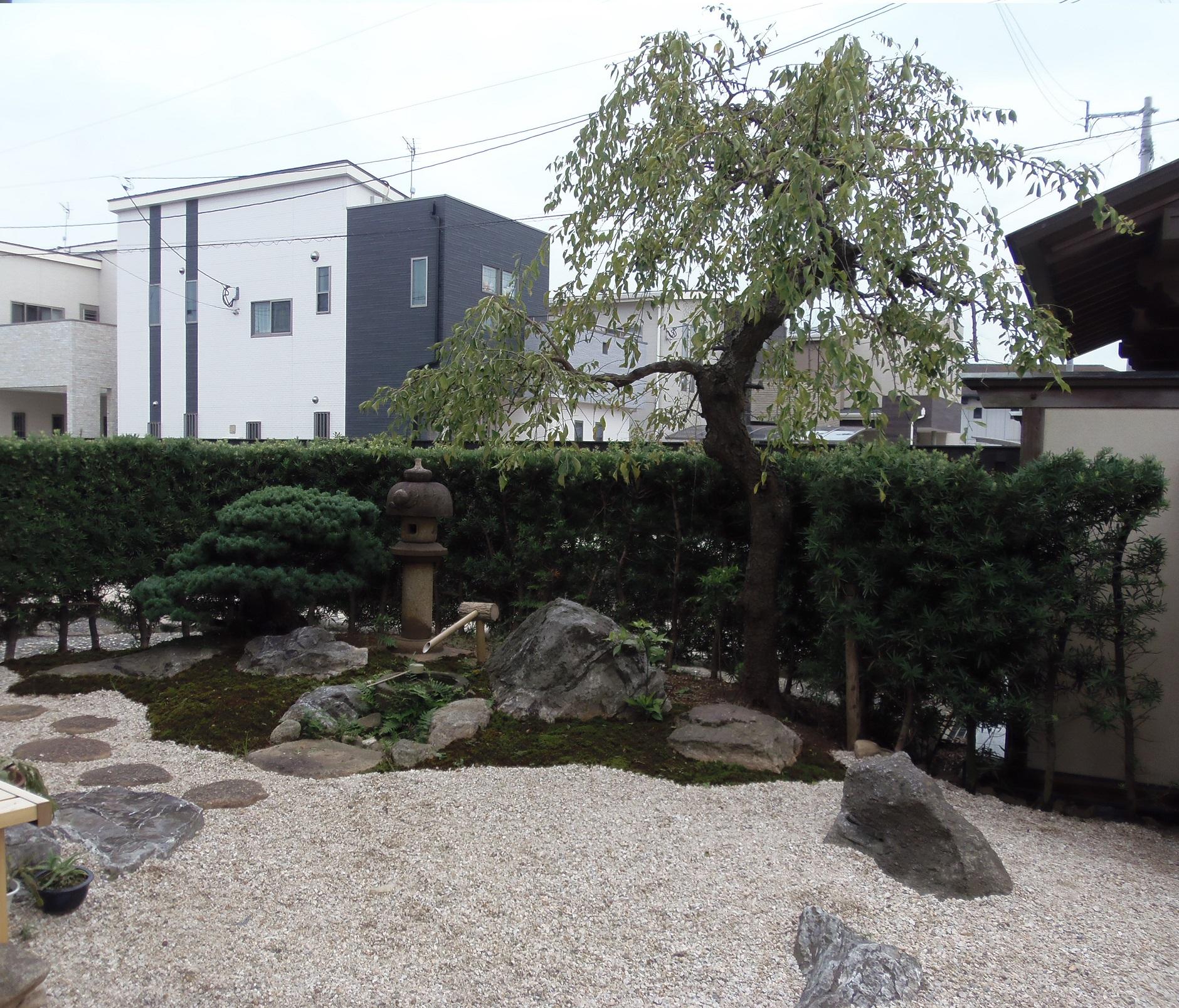 防草シートと砂利で雑草対策 和と洋が融合した新しく美しい木塀のお宅  久留米市 K様邸